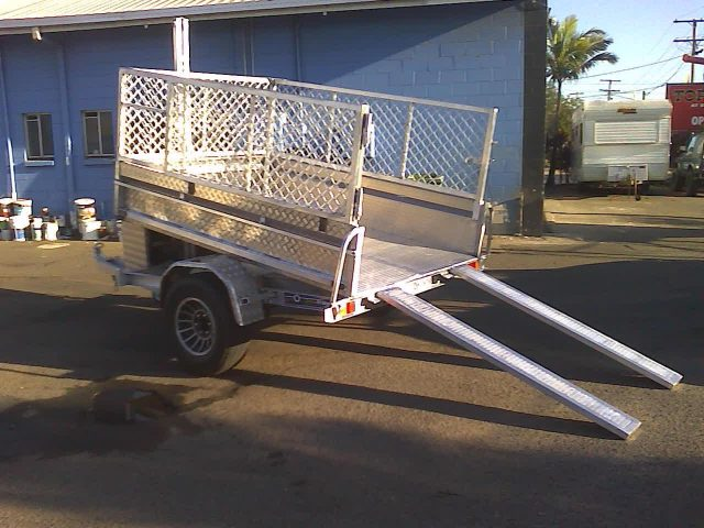 tip1 Caged Trailers